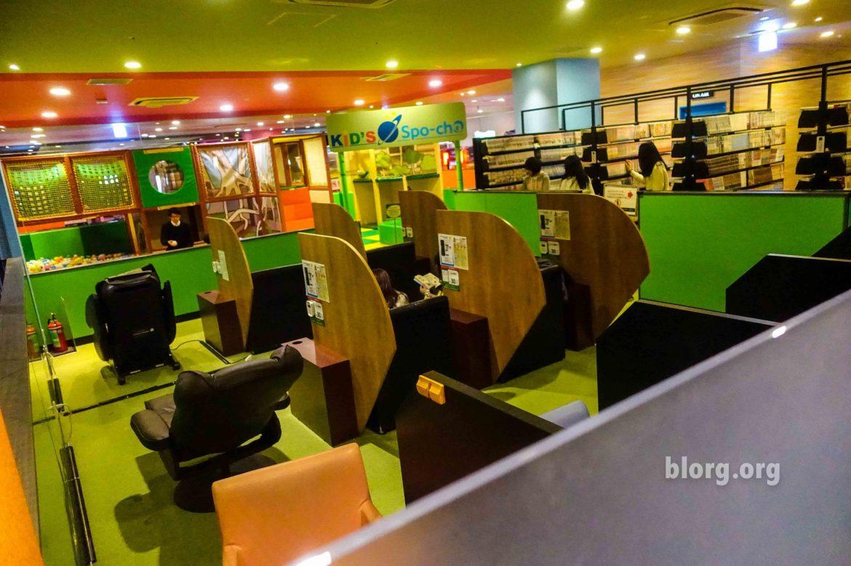 Manga lounge at Round 1 Stadium Osaka arcade