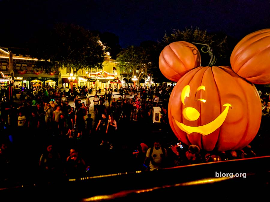 disneyland mickey pumpkin