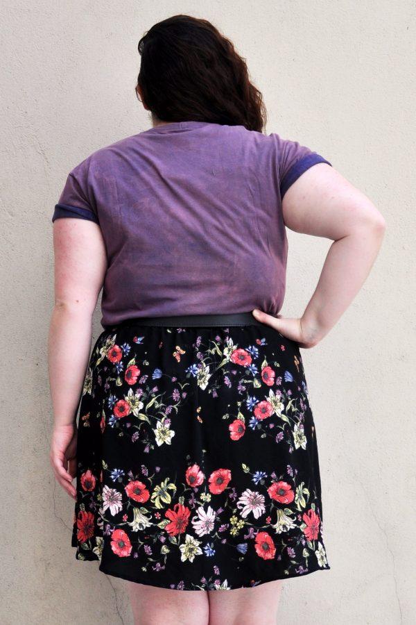 camiseta-lynyrd-tie-dye-escura-blossoms-plus-size-