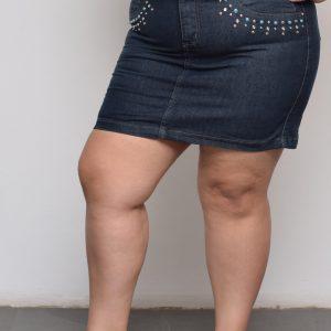 saia-jeans-escura-tachas-blossoms-plus-size