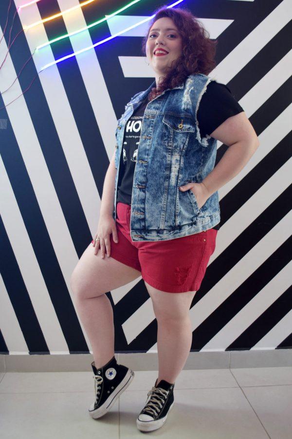 shorts-jeans-barra-desfiada-vinho-blossoms-plus-size