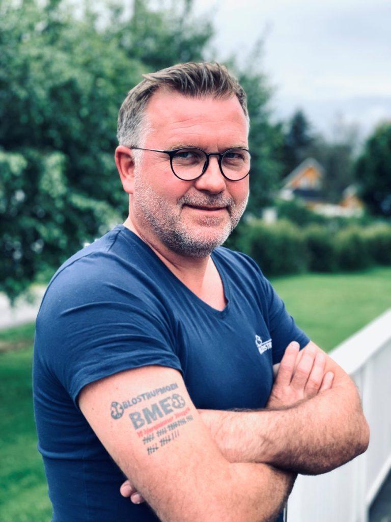 Lars Håkon Blostrupmoen Grunnlegger og eier