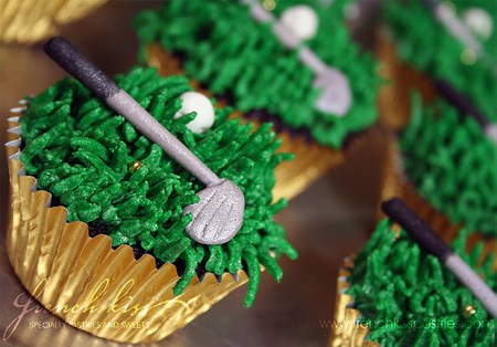 Golf cupcakes with putter topper