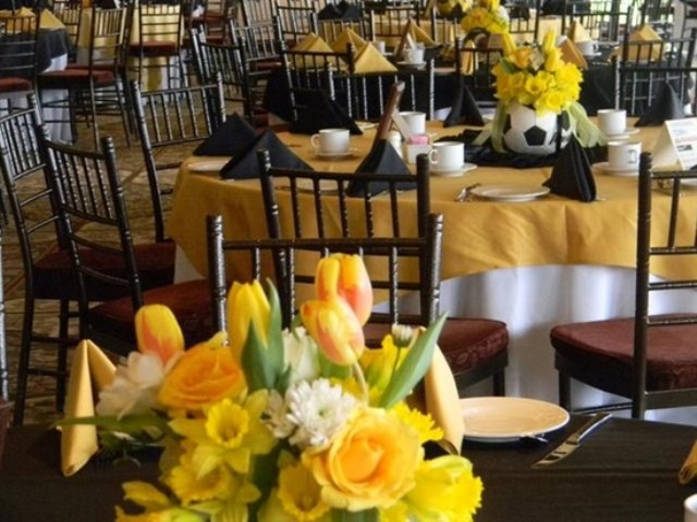 Love these lovely soccer ball centerpieces