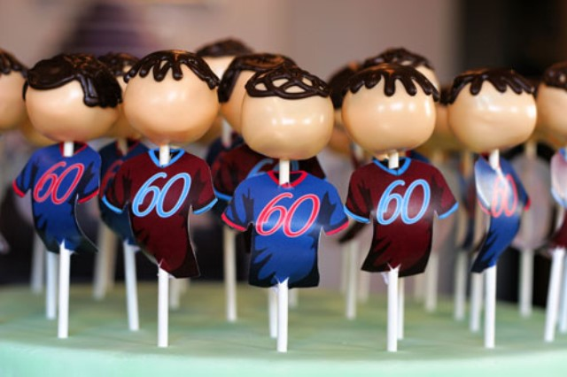 Soccer player cake pops-perfect for a soccer party!