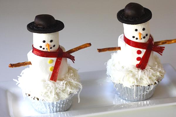 Easy DIy Snowmen cupcakes