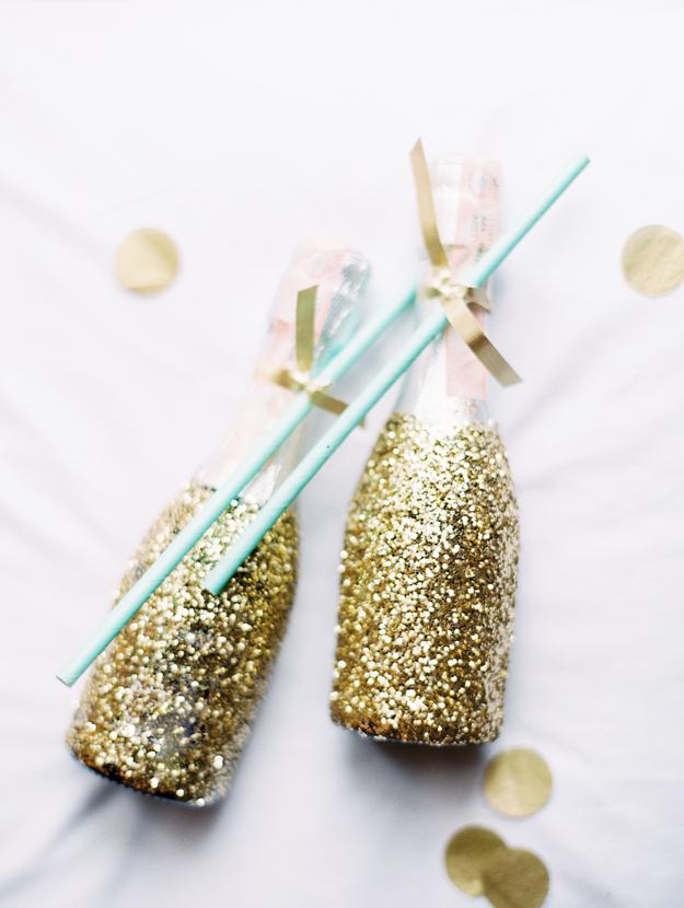 Gold glitter drinks