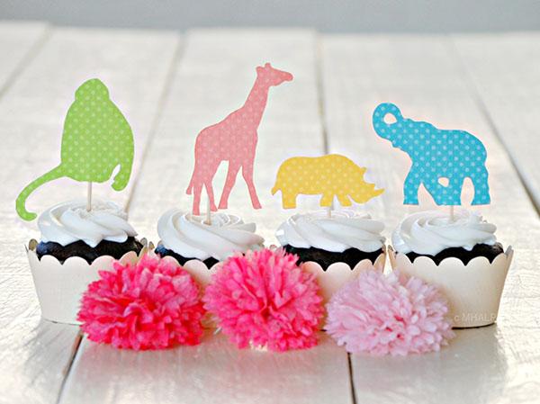 Love these girls safari cupcakes!
