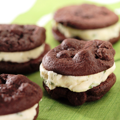 DIY Mini brownie ice cream cookie sandwiches