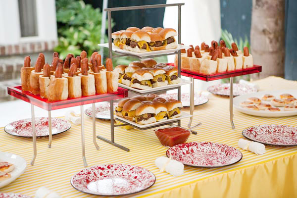 Hot dogs et Hamburgers buffet Pool Party