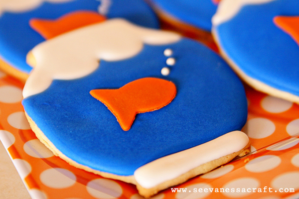 Love these goldfish party cookies!