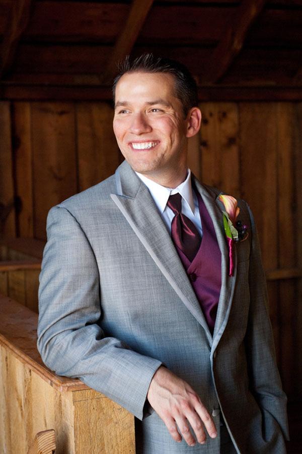 groom wedding photo ops