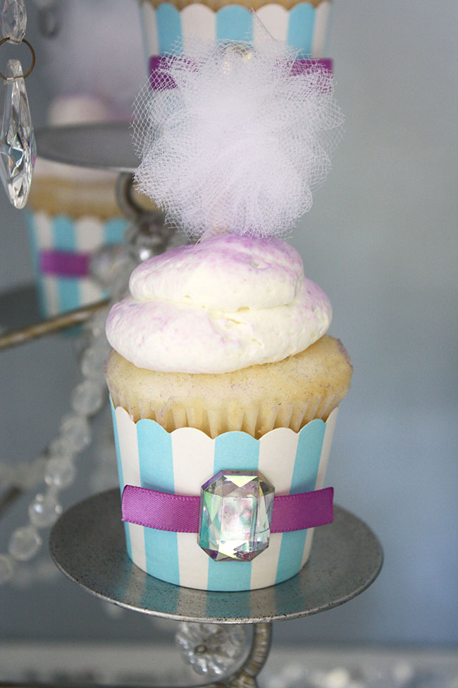 Frozen Birthday Party Cupcake