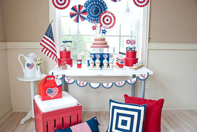 LOVE this 4th Of July party and set up!