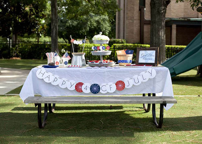 Love the vintage chic look to this 4th Of July Party!