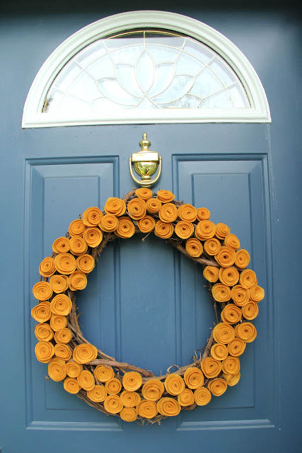 Love this felt pumpkin wreath!