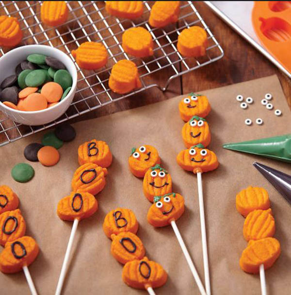 Love these Halloween Pumpkin Candy Kabobs!