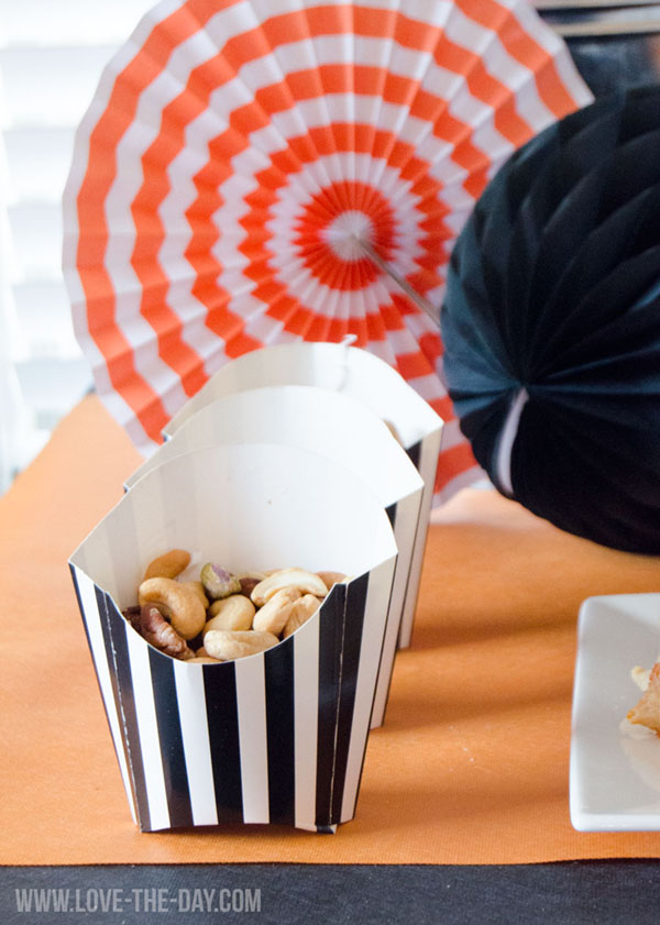 Fun March Madness basketball party decor - See More March Madness Basketball Snacks On B. Lovely Events