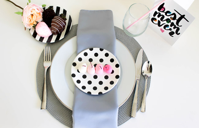 How To Make The Perfect Mother's Day Place Setting!