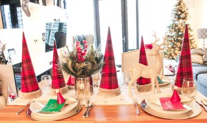Holiday Tablescape Blog Hop: Lovely & Easy Christmas Tablescape!