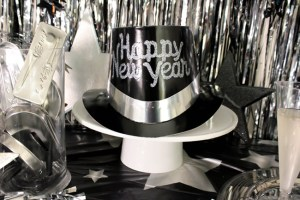 Black And Silver New Year's Eve Party {With Amols!}