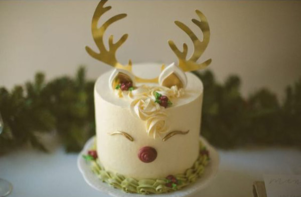 darling reindeer cake- See more of our new obsession on B. Lovely Events!