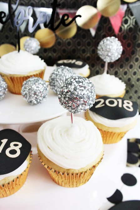 New Year's Eve Cupcakes (- B. Lovely Events)