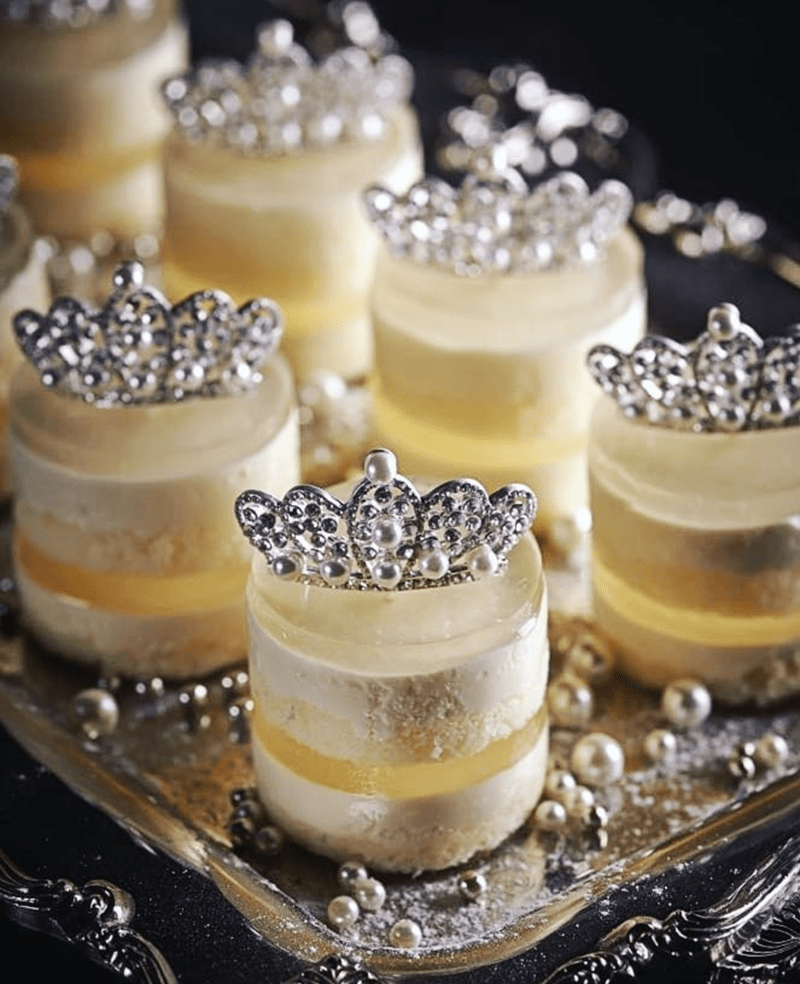 how adorable are these royal desserts!- See More Royal Wedding Lovlieness at B. Lovely Events #royalwedding #partyplanning #partythemes