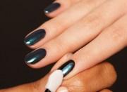 chrome nails christmas