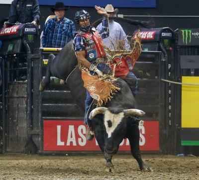 bull riders pile up