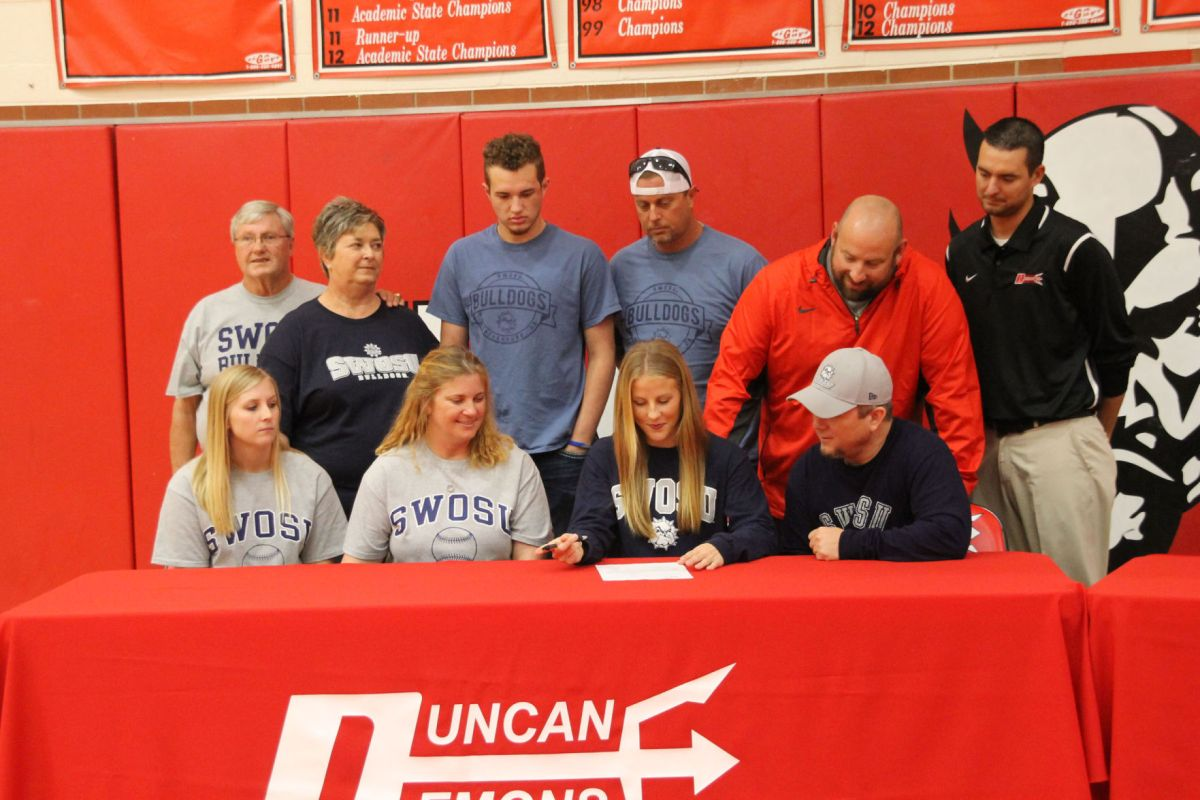 Kennedy Stewart Signs Her Letter Of Intent To Southwestern Oklahoma State  University In Front Of Teammates And Family At Duncan High School Gymnasium.