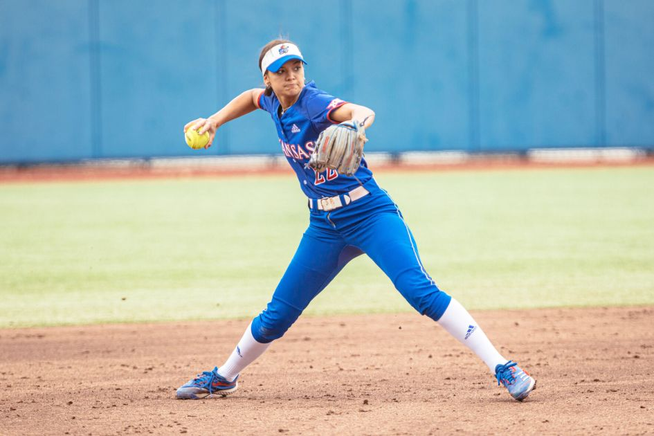 Kansas softball sees highs and lows over the weekend against No. 10 Oklahoma State | Sports | kansan.com