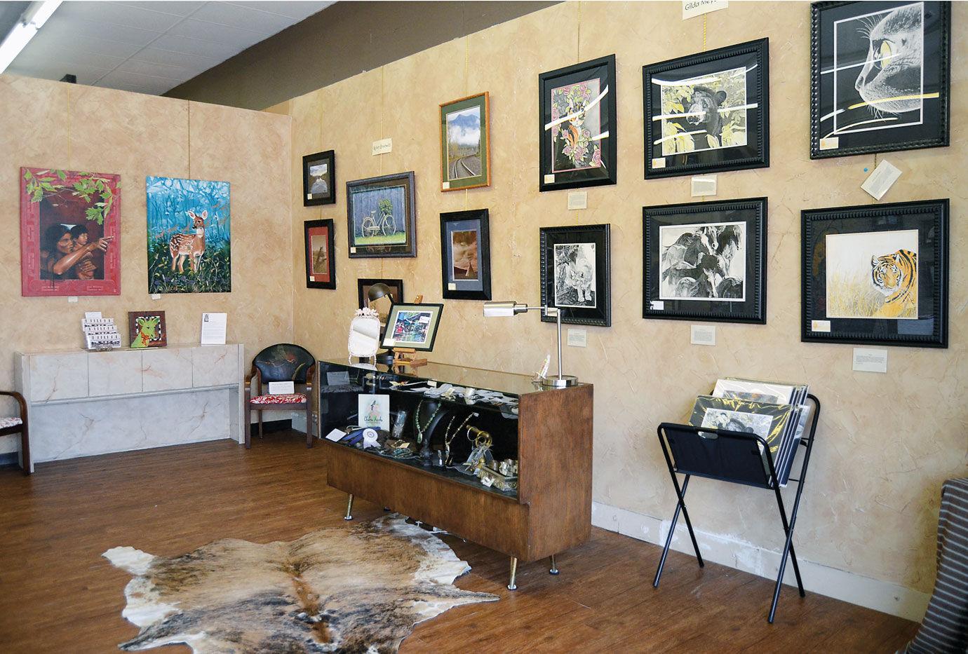 sofa art gallery sofas de canto com chaise e puff announces its grand opening news mcalesternews pictured are some of the many pieces available at new southeast fine located 30 east choctaw avenue is open
