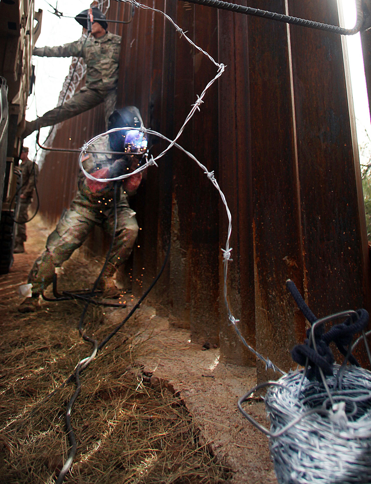 troops add more wire to naco border fence some bisbee and naco residents speak out against wire city of bisbee considers formal condemnation [ 1200 x 1563 Pixel ]