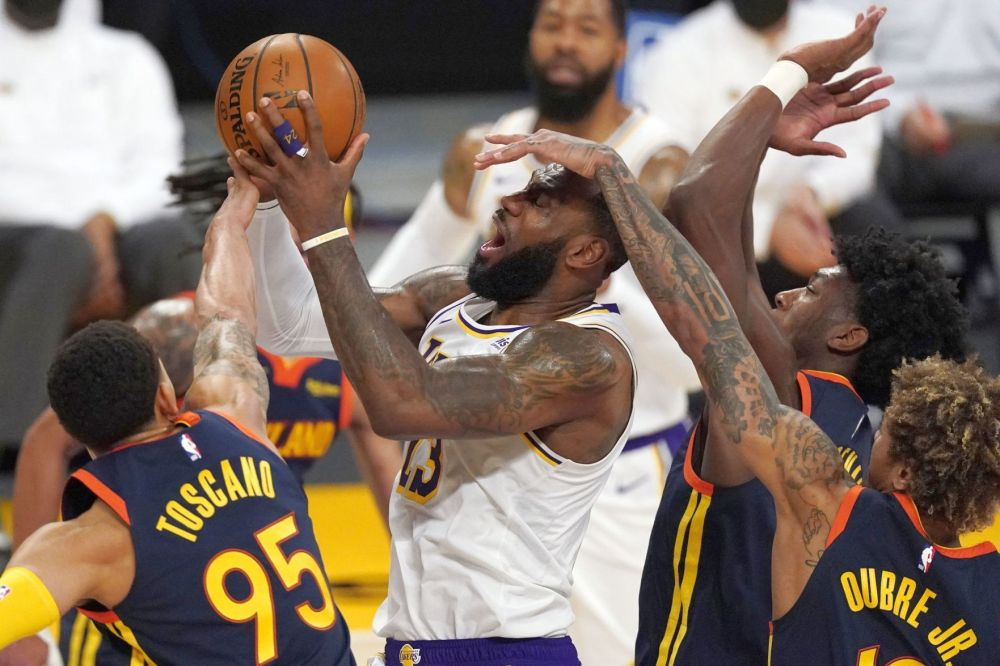 Warriors: Green hurts ankle in second quarter of 117-91 loss to Lakers    Sports   napavalleyregister.com