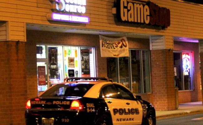 Suburban Plaza Gamestop Robbed At Gunpoint News