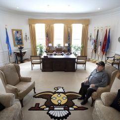 Oval Office Chair Booster Seat Minn Man Creates Full Scale Replica In