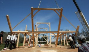 amish firm constructs barn in middle