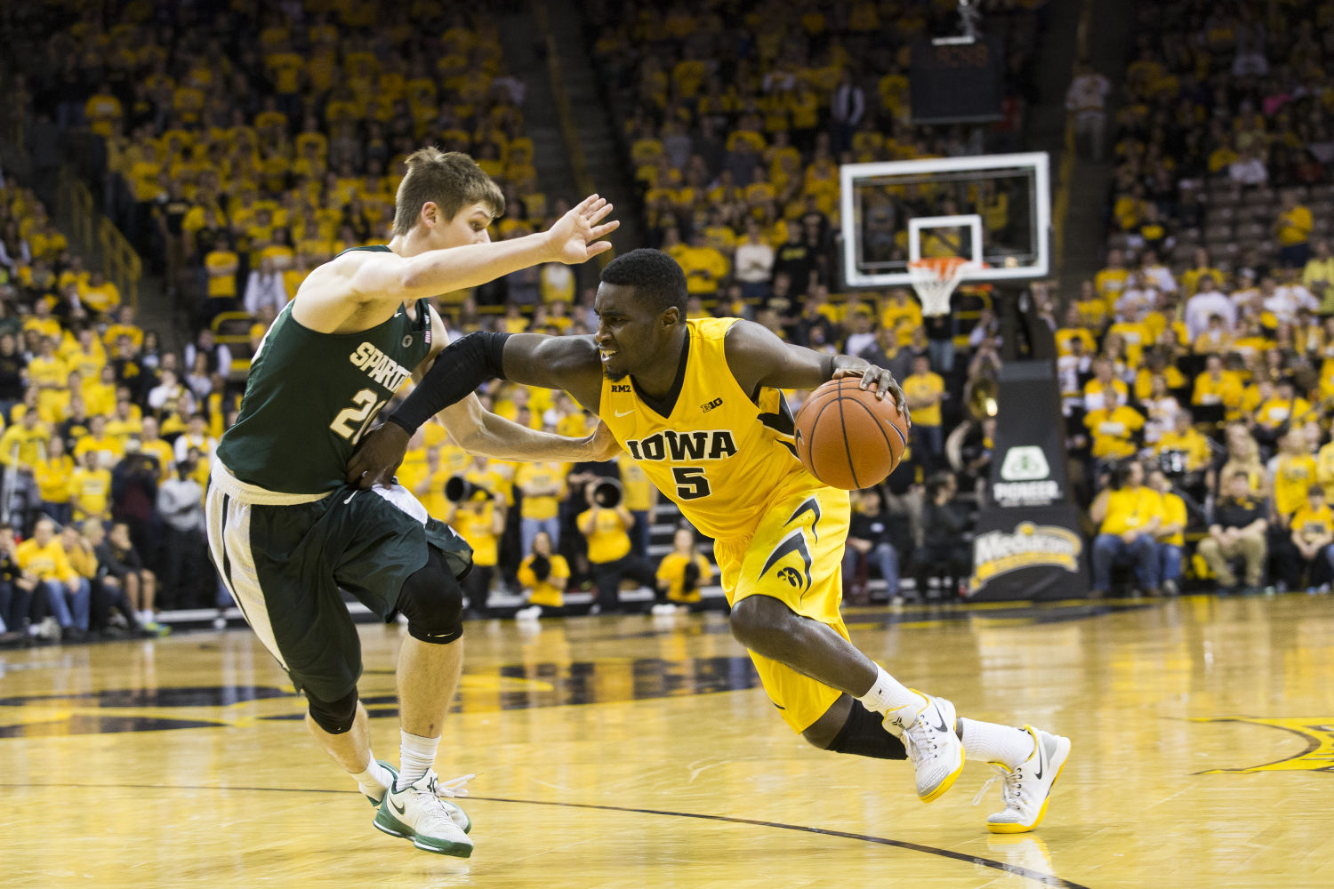 Hawkeyes Try To End 23 Year Breslin Drought Iowa