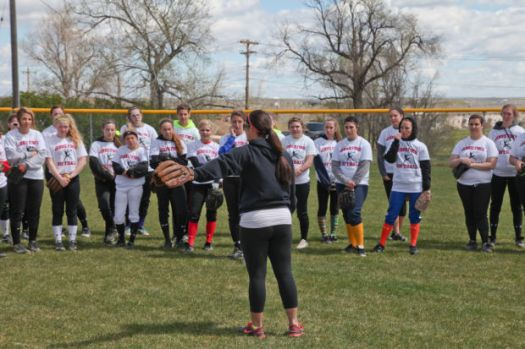 Hundreds turn out to learn about life and softball from ...