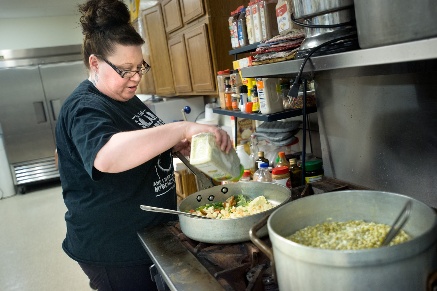 soup kitchens in chicago kitchen soap siouxland feeds dozens of homeless each day