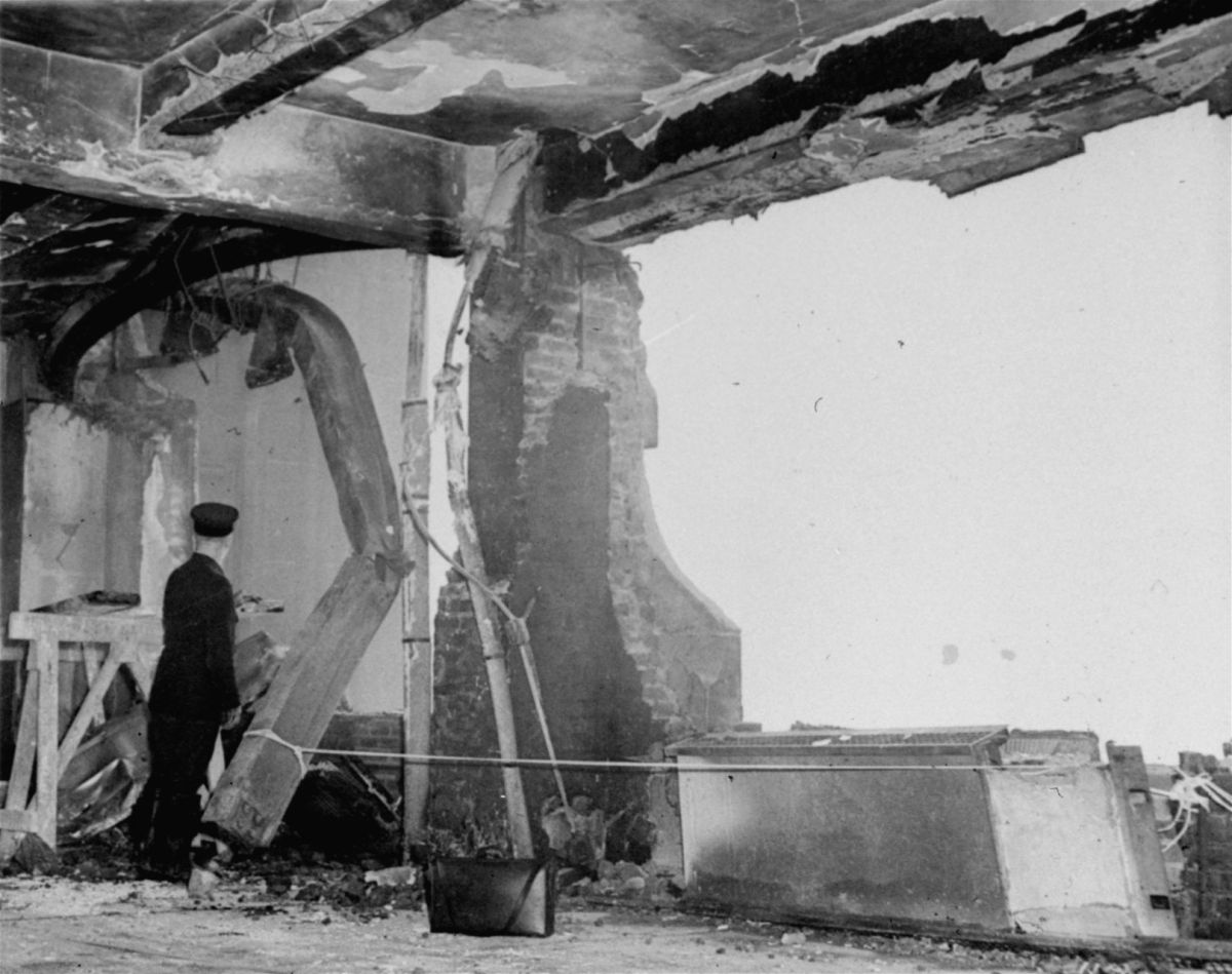 Plane Crashes 1945 into Empire State Building