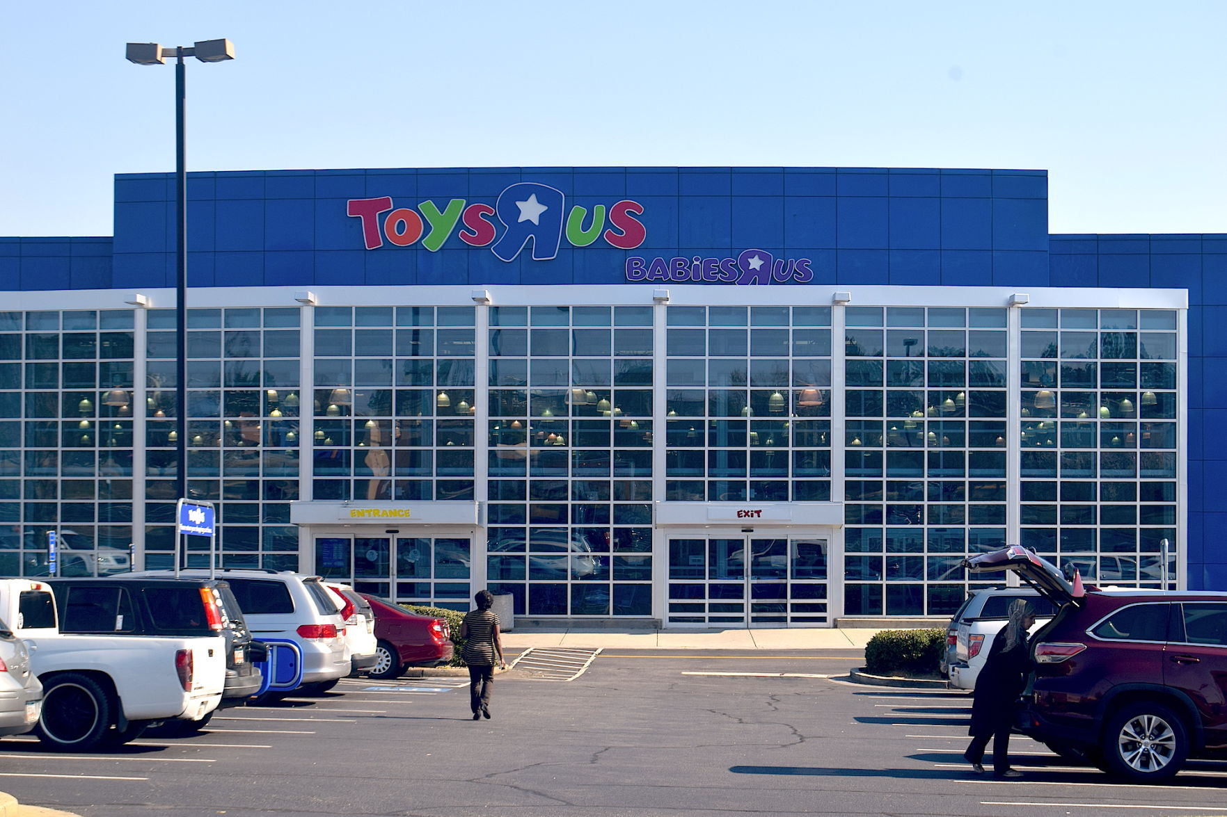 Toys R Us Closing U S Stores But Says Some Locations May