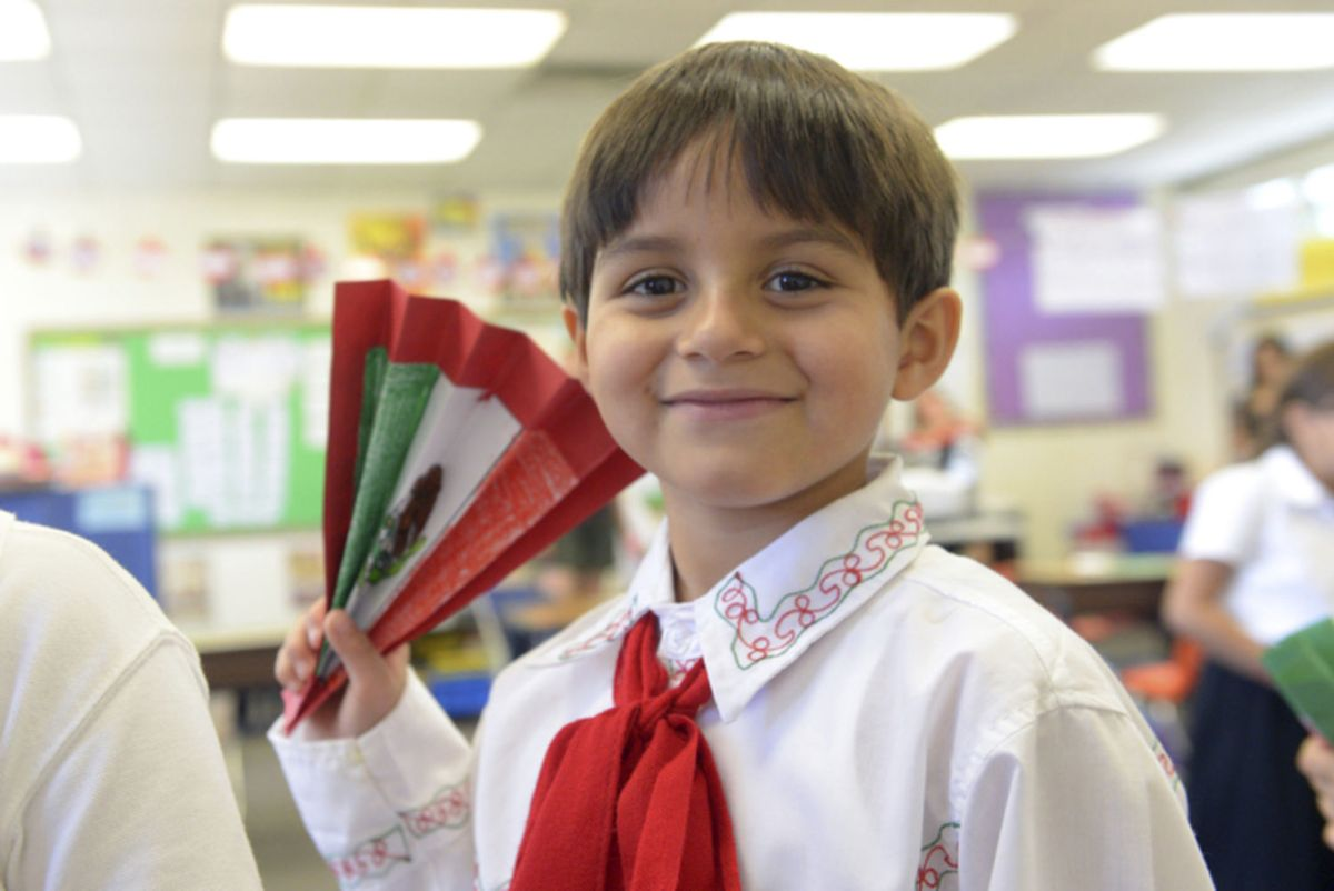 Harding Elementary School Students Celebrate Mexican