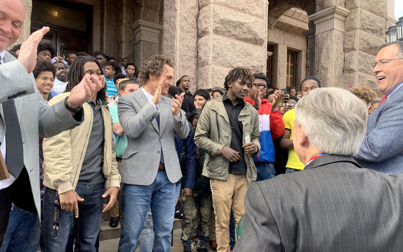 McConaughey stops by Capitol in Austin as state champion Lobos are ...