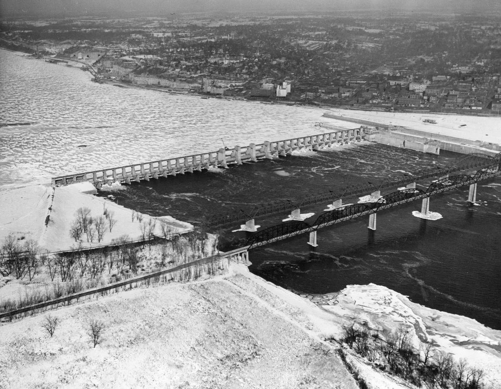 Look Back: Mississippi River Ice