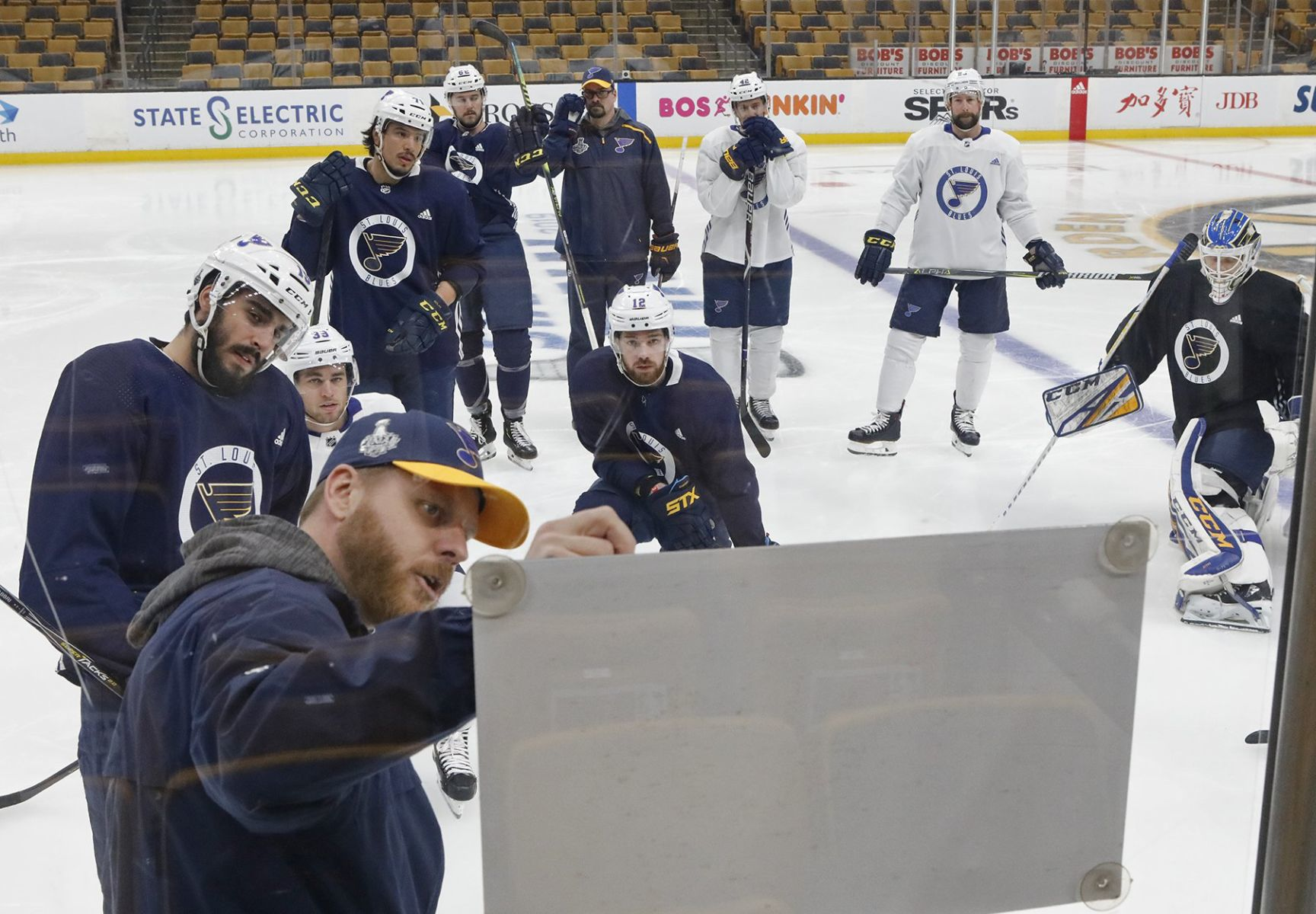 several blues players take advantage of optional practice [ 1200 x 833 Pixel ]