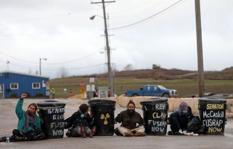 Protesters block two entraces at West Lake Landfill