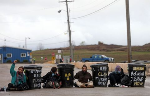 Protesters block two entrances at West Lake Landfill
