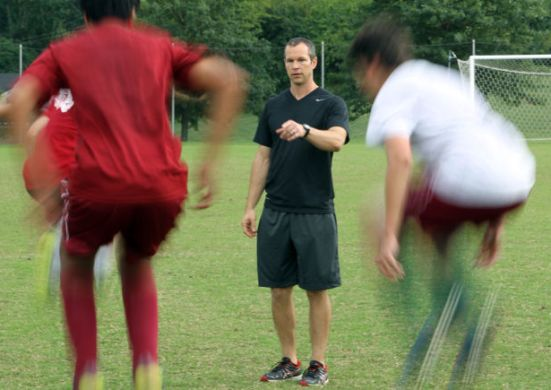 Trainer Eric Lay conducts conditioning clinic at MICDS